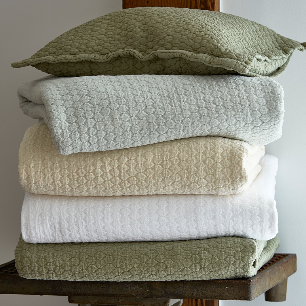 Tracey Outlet Coverlet