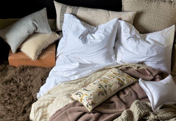 Damara Bed