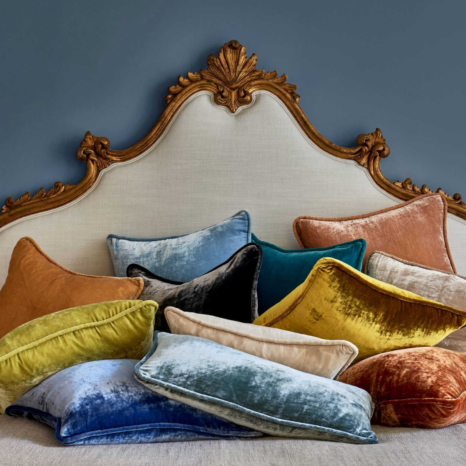 VINTAGE VELVET DECORATIVE PILLOWS